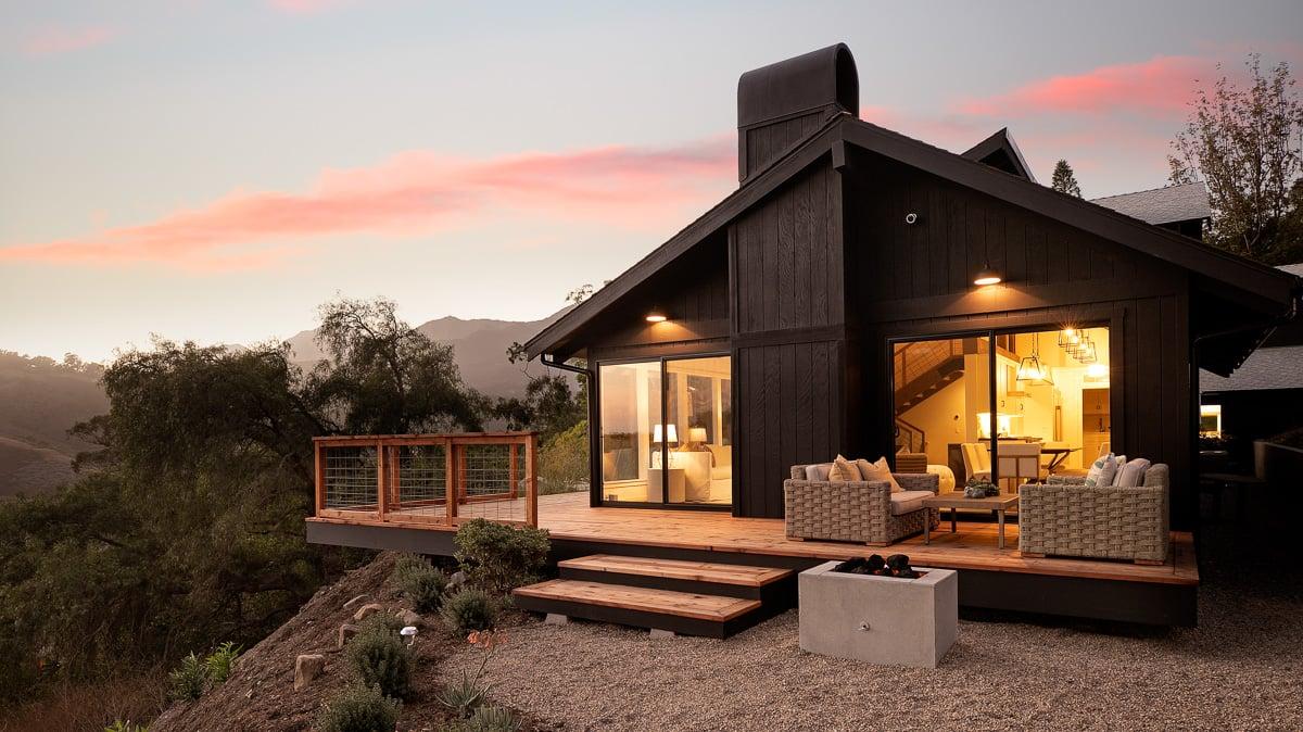 Canyon House-1-Side facade and mountain view