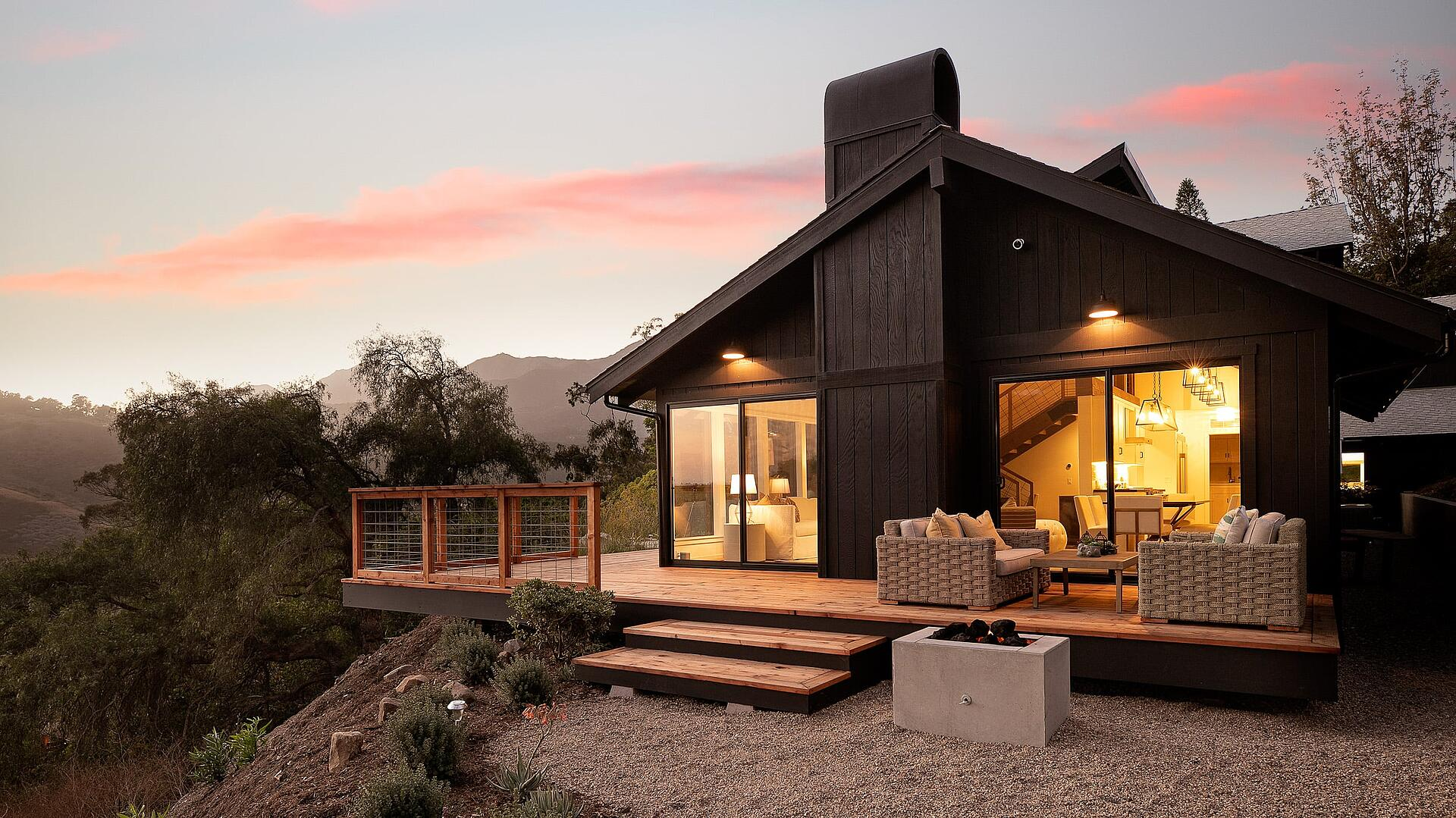 Canyon_House_Hero@2x-Side Facade and mountain view