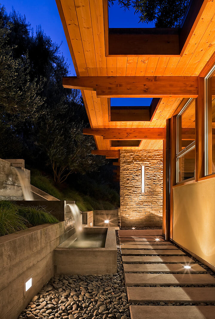 Mid-Century-Modern-Resdence-Santa Barbara_Custom poured concrete water feature at entrace at twilight@2x-14