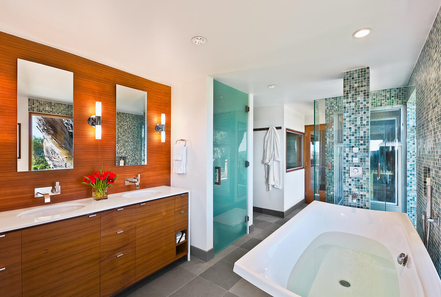 Mid-Century-Modern-Resdence-Santa Barbara_Master Bath with Soaking Tub@2x-5